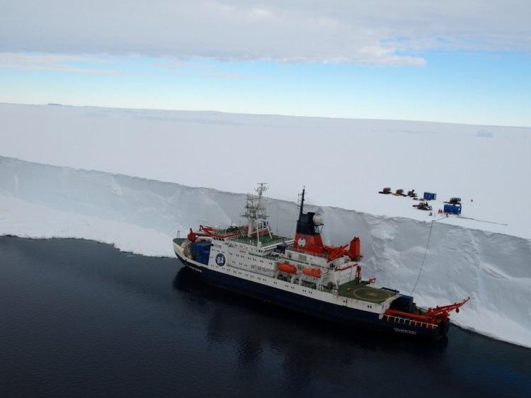 antarcica w ship